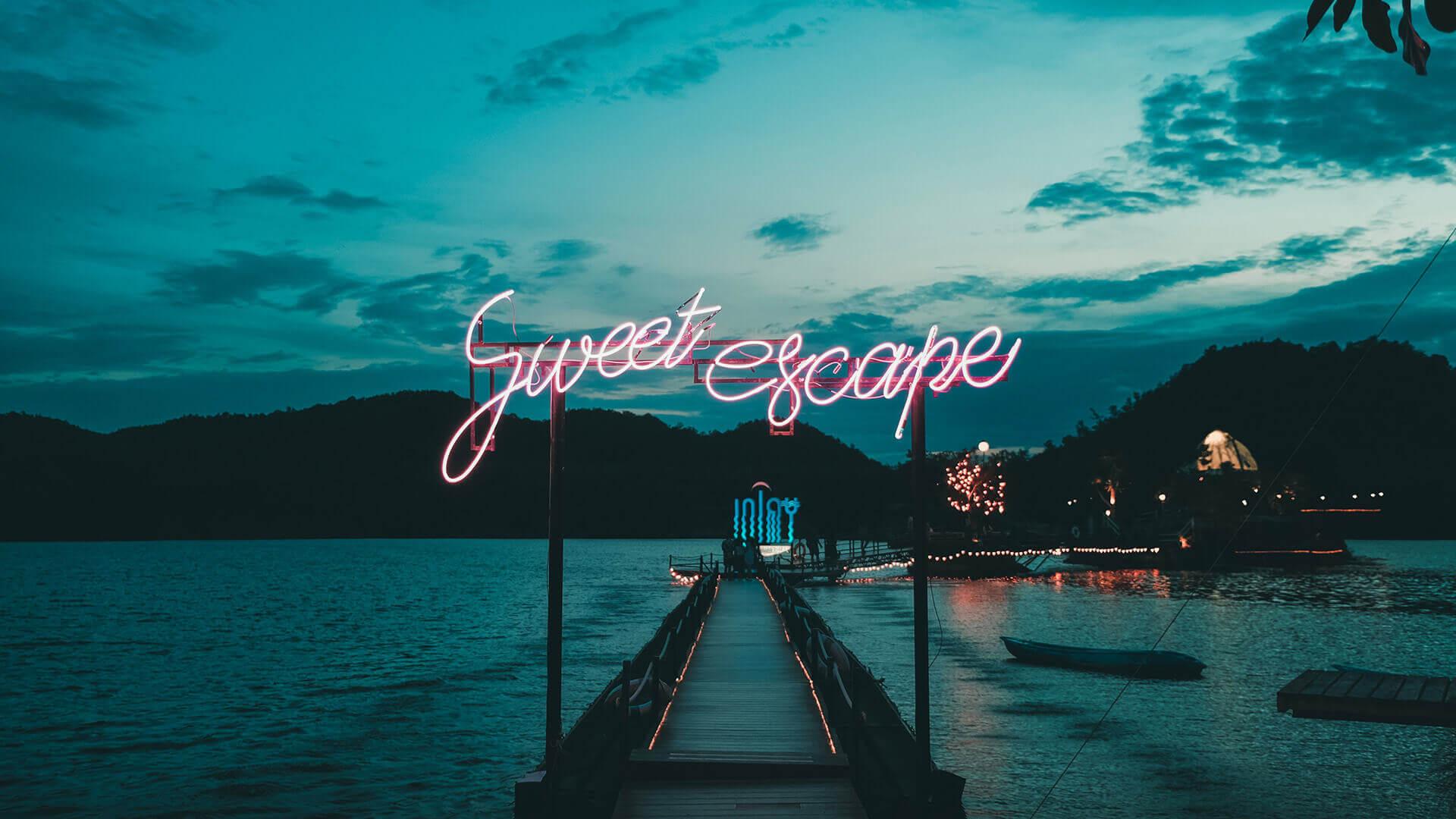 """molhe com sinal em neon """"Sweet Escape"""""""